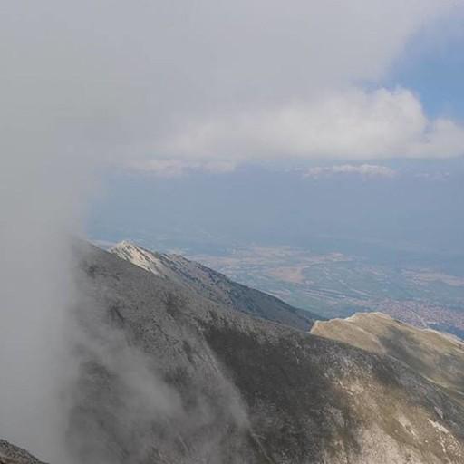 הענן זז וחושף את הנוף הנפלא.
