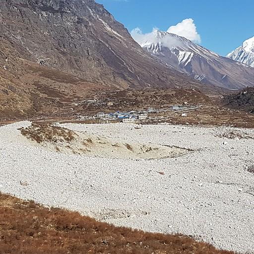 הכפר לנגטנג שקבור תחת המפולת מרעידת האדמה בשנת 2015
