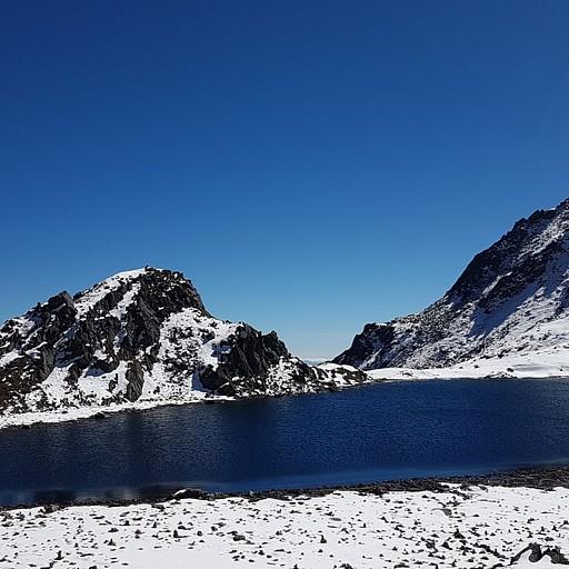 האגם הקטן ליד הפאס