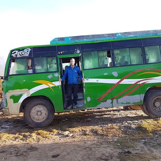 האוטובוס המקומי שלקח אותנו לקטמנדו