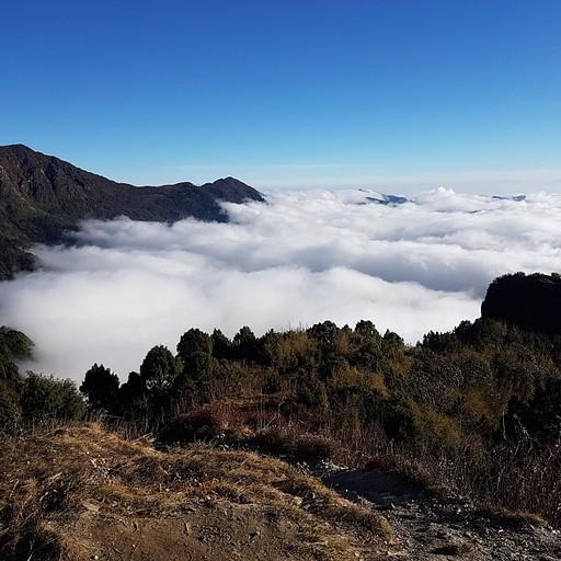 פאדי לכיוון גופטה מעל העננים