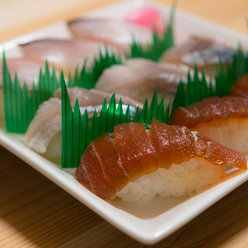 ארוחת ערב ראשונה בבקתה - סושי מצוין