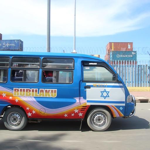 מיקרולט (הואן שהוא תחבורה ציבורית ועליו דגל ישראל. לא ברור מה הקטע, אבל כבר הזכרתי קודם שהם אוהבי ישראל...