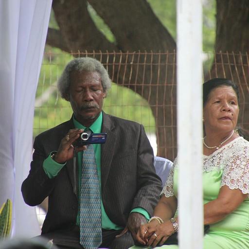 חתונה בדילי - האבא של החתן או הכלה.