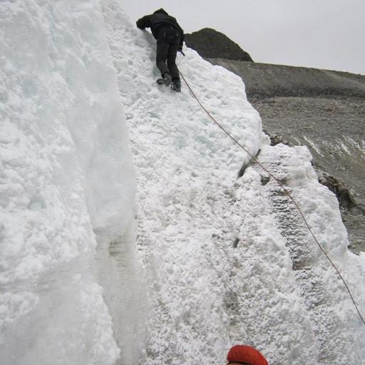מתרגלים טיפוס קרחונים