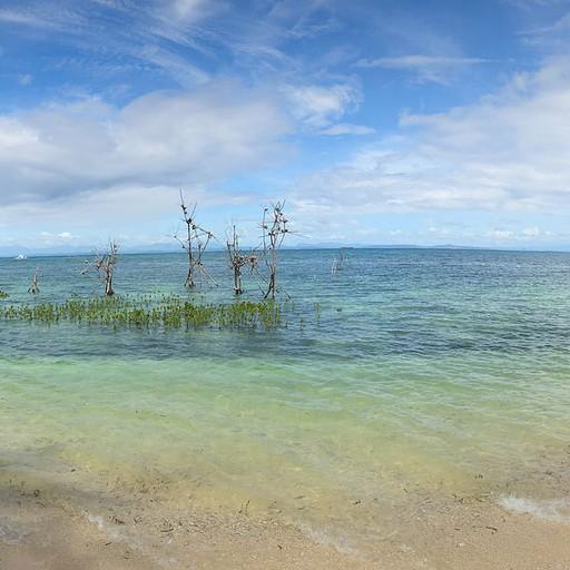 מפרץ נחמד ושקט חצי שעה הליכה צפונה ממרכז העניינים