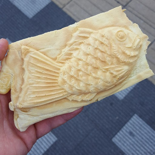 קינוח יפני נפוץ המורכב מבצק במילוי קרם וניל/ שעועית אדומה מתוקה