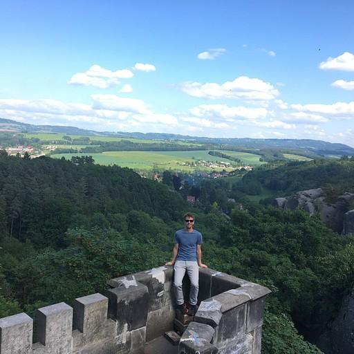 הנוף מהטירה בה ישנו