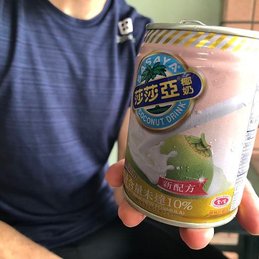 פחית חלב קוקוס מתוק. מעולה תוך כדי רכיבה.
