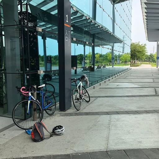 מרכיבים את האופניים ומתכוננים ליציאה
