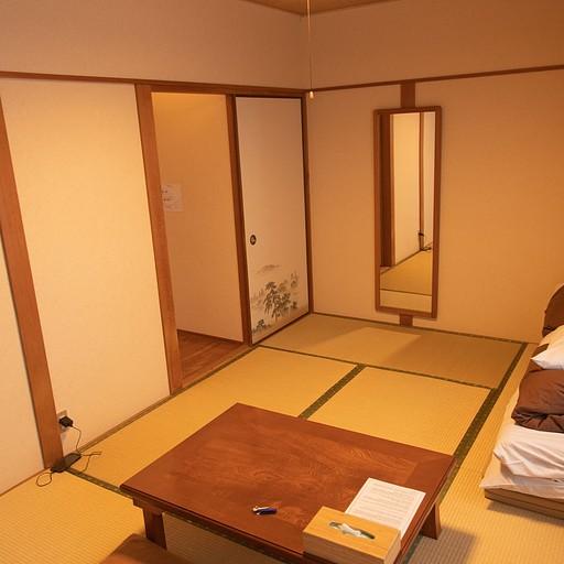 חדר השינה בגסט האוס j-hoppers