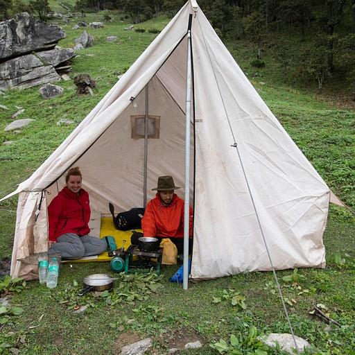האוהל של המדריך והפורטר ששימש אותנו לבישול ולארוחות (נגרוני)