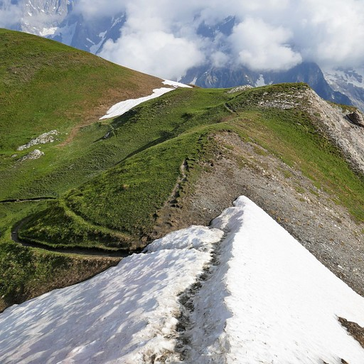 הולכים על קצה ההר