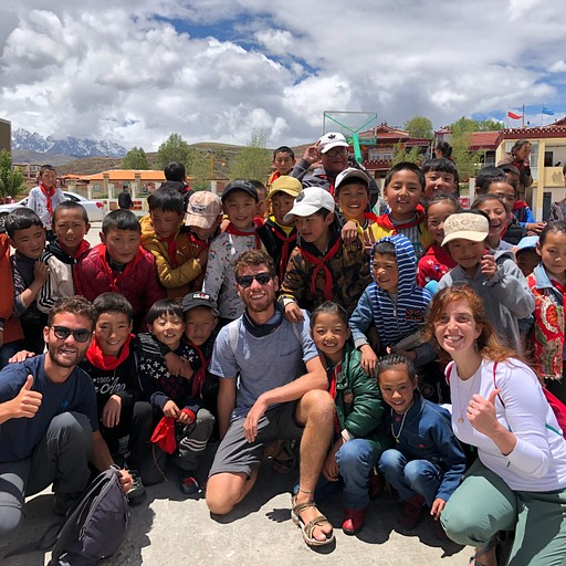 מבקרים בבית ספר טיבטי