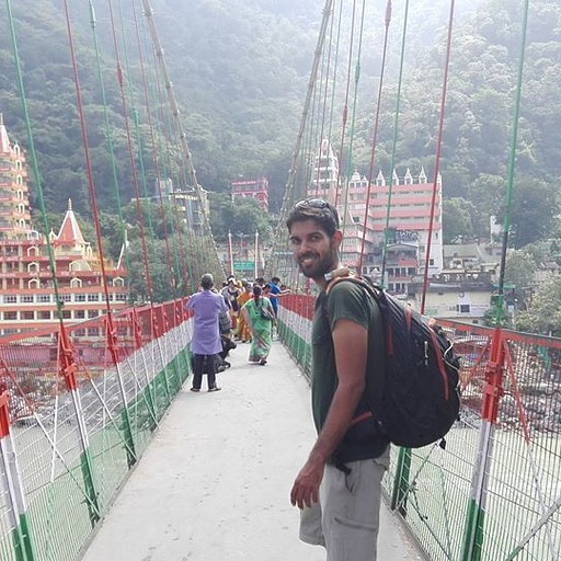 גשר לקסמן ג'ולה (במצב רגוע יחסית)