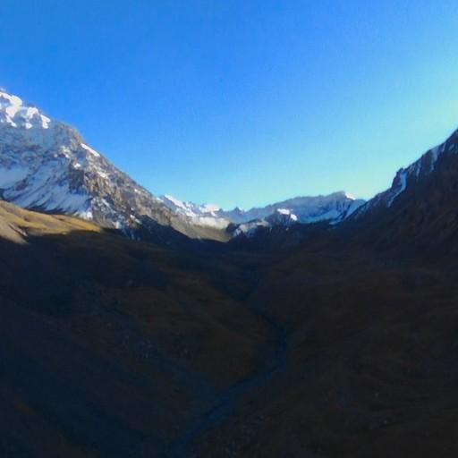 הדרך לפס sary mogul, ההרים בקצה זה הפס