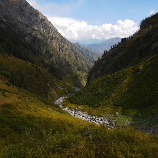 תחילת הירידה לכיוון עמק צ'מבה