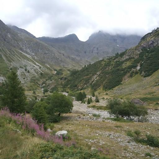 מבט אל העמק ובקתת פרה דה לה שמוט.