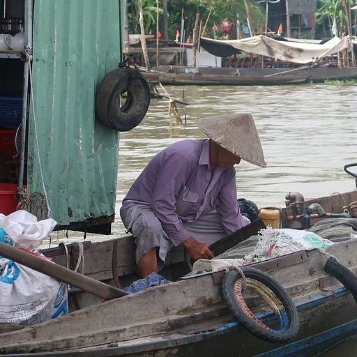 דייג בנהר המקונג