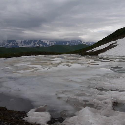 הנוף מהפסגה, אגם קרוחני ושלוגיות