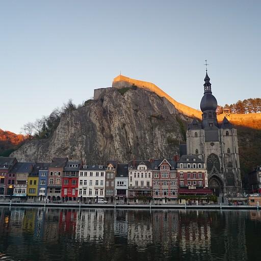 הכנסייה, המצודה והמז
