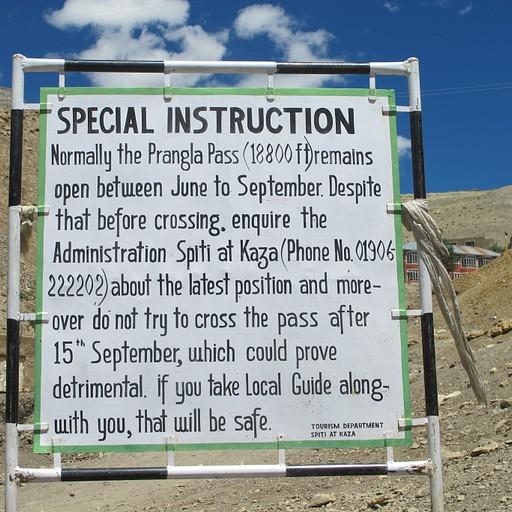 שלט שנמצא בכפר kibber להולכים בכיוון ההפוך