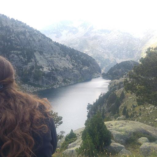 הנוף מונטוסה לאגם Estany Negre