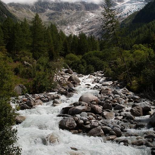 נהר ליד chalet du glacier