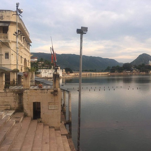 האגם בפושקר