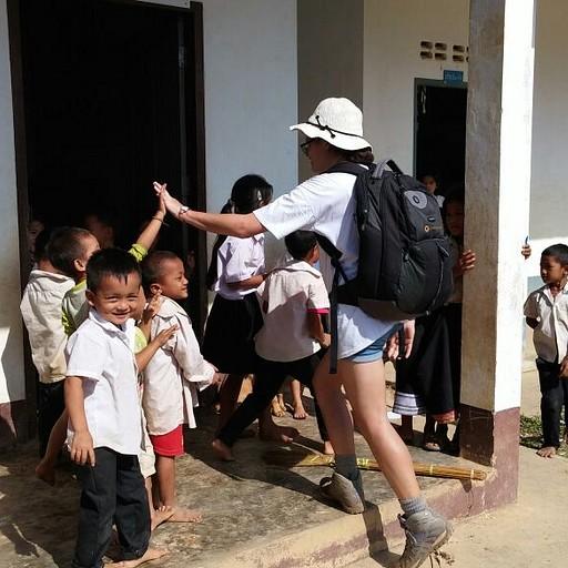 עם ילדי בית הספר