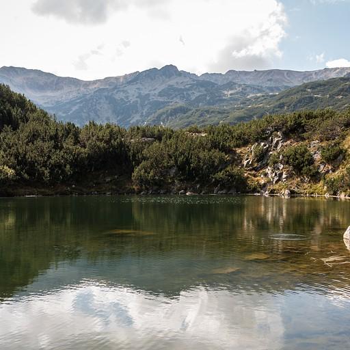 עוצרים להתחרדנות באגם שקט