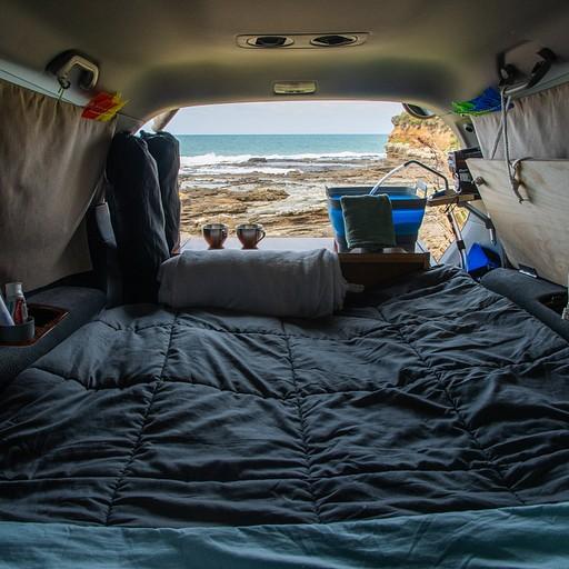 הנוף מהאוטו בקמפ. ממש על הים.