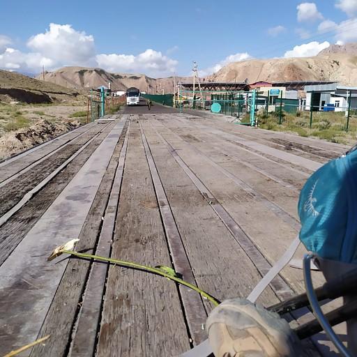 על המשאית ביציאה מהגבול הקירגיזי