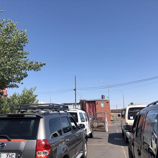 תור הרכבים בכניסה למונגוליה