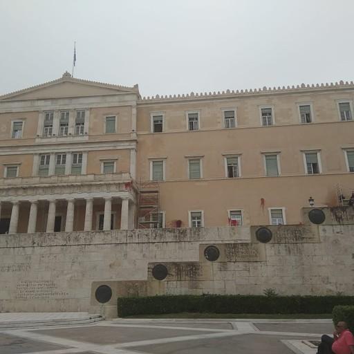 מקרצפים את בניין הפרלמנט