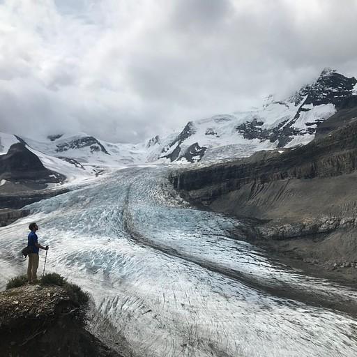 Robson glacier המלווה אותנו לאורך העליה.