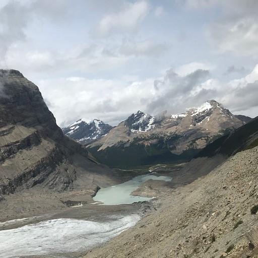 מבט אחורה לעבר האגם הקטן וה-Robson Valley.