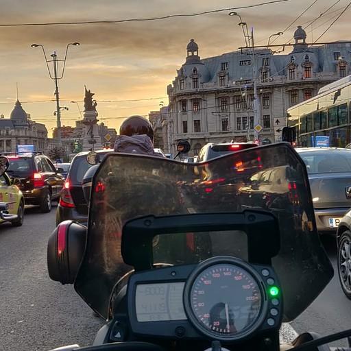 שקיעה בעיר בוקרשט