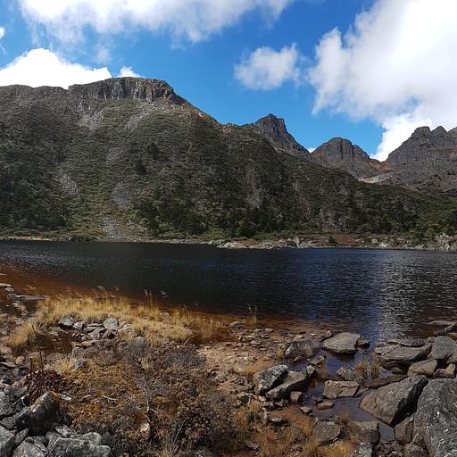 אחד האגמים בעמק המיוער