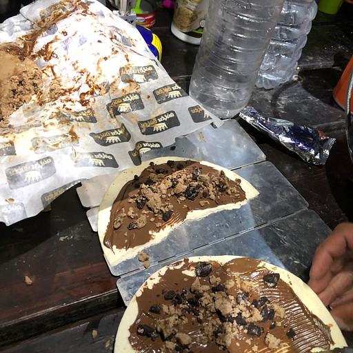 טורטיות - אפשר להכין גם מלוח וגם מתוק, פה בתמונה עם נוטלה, חלווה ואוריאו. (קליק להגדלה)