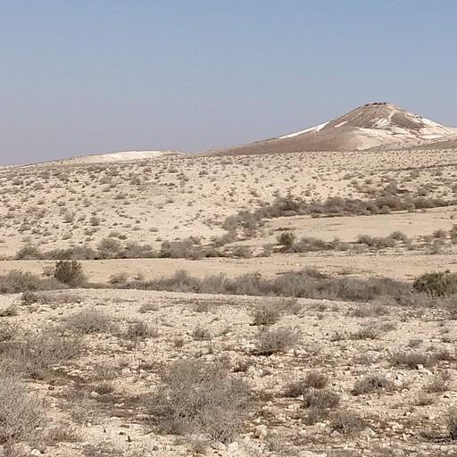 הר קטום ברקע