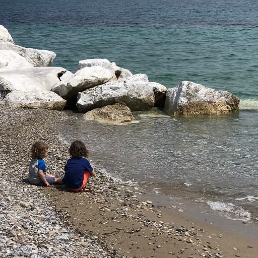 החוף של המלון בקורינת