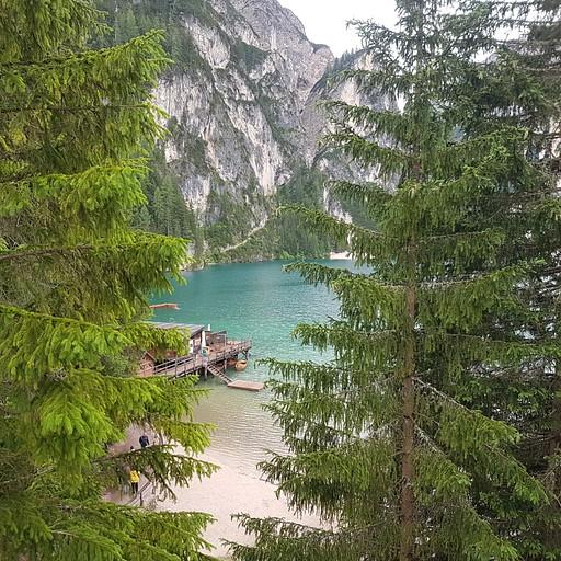 הנוף של אגם בראיס מהחדר שלנו במלון