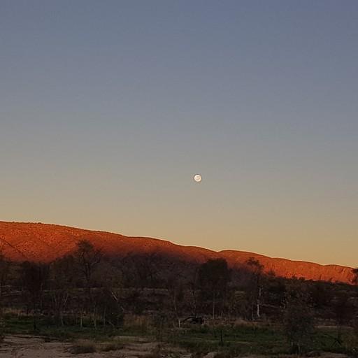 זריחת ירח מלא ושקיעה בחניון 2 מייל