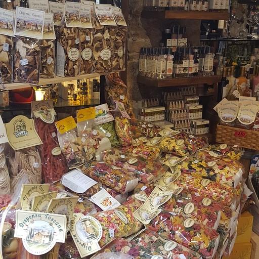 אחת מחנויות הפסטות האופייניות למקום (סאן ג'ימיניאנו)