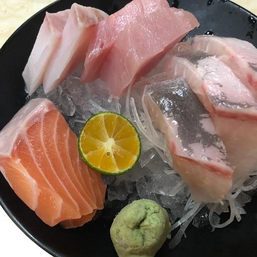 סשימי משובח מהיפנית הצמודה לשוק