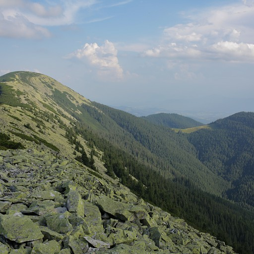 נוף יפהפה מקו הרכס, הליכה לא קלה על אבנים