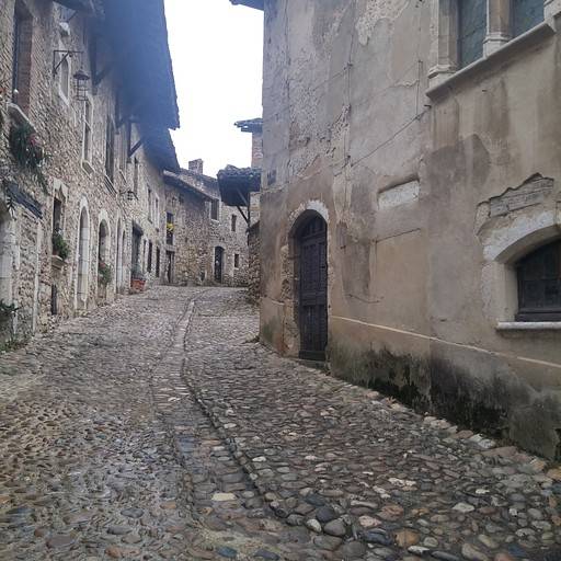 Pérouges