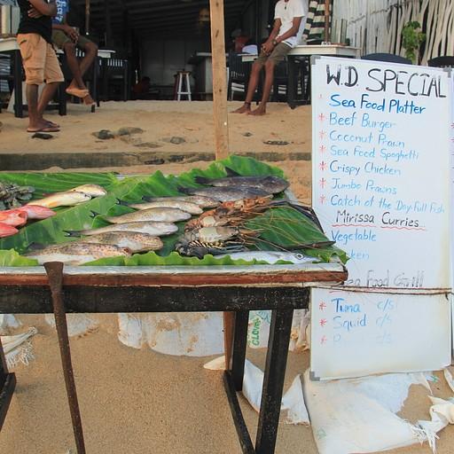 מסעדת דגים בחוף מיריסה