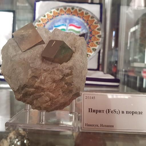 קוביות פיריט מרשימות במוזיאון הגיאולוגיה